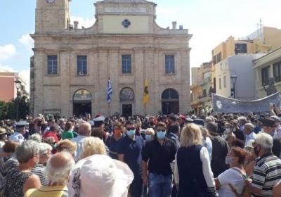 Στην Κρήτη αντιπροσωπεία του Δημοτικού Συμβουλίου Πειραιά για το τελευταίο αντίο στον Μίκη Θεοδωράκη